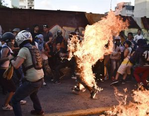 Demonstrators set alleged thief on fire247137